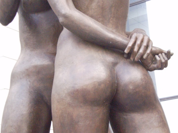 Sculpture Female Nudes Embracing 15 - Finance Tower Brussels